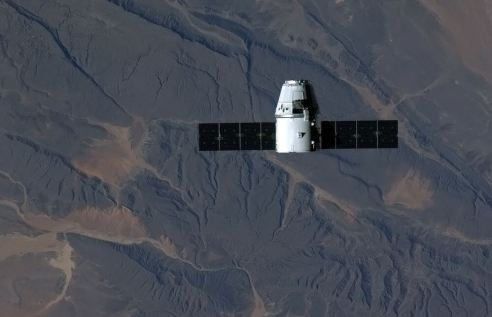 Hadfield tweeted this picture of Dragon
